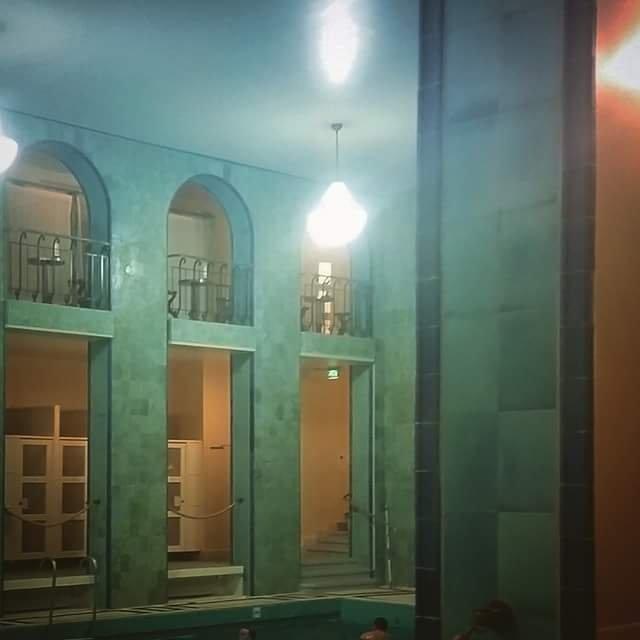Yrjönkadun uimahallissa on ylvästä kylpylätunnelmaa.