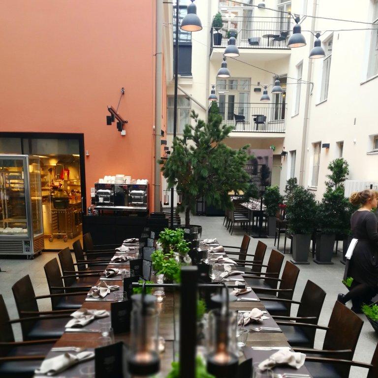 Ravintola Olon Garden on visiitin arvoinen, piilotettu helmi Helsingin Helenankadulla.